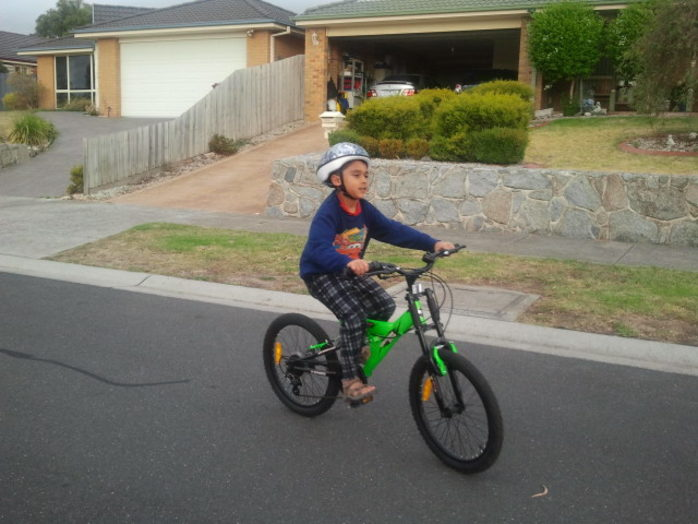What Age Do Children Learn to Ride a Bike? | Livestrong.com
