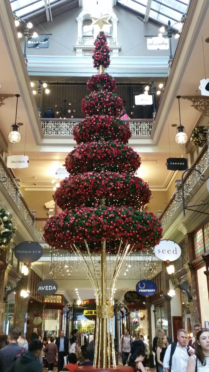 Christmas tree, The Strand