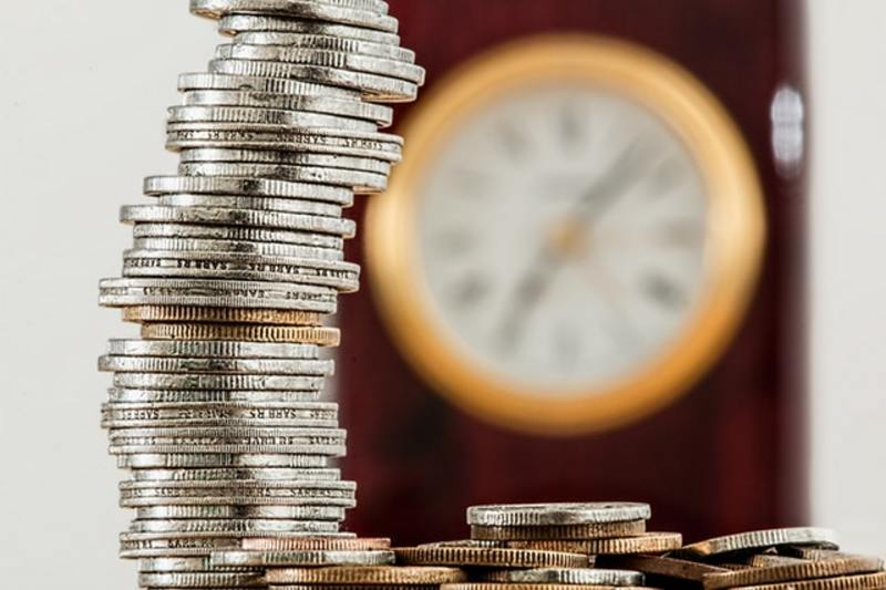 coins, savings, budget  - Do you find it easy to stick to your budget?