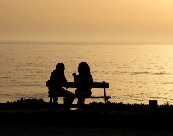 couple bench sunset conversation