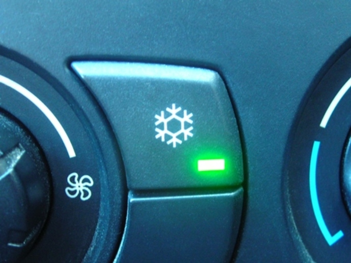 do,u,turn,on,air,conditioner,in,car