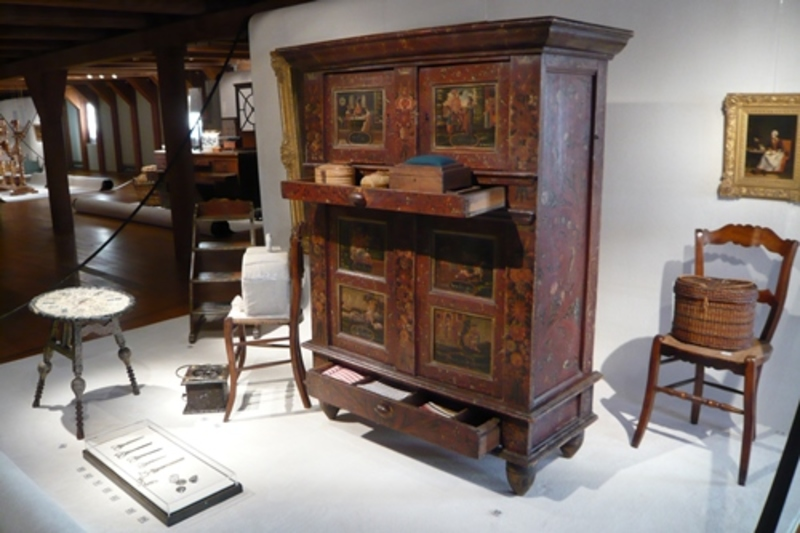 Do You Have Modern Second Hand Or Antique Furniture In