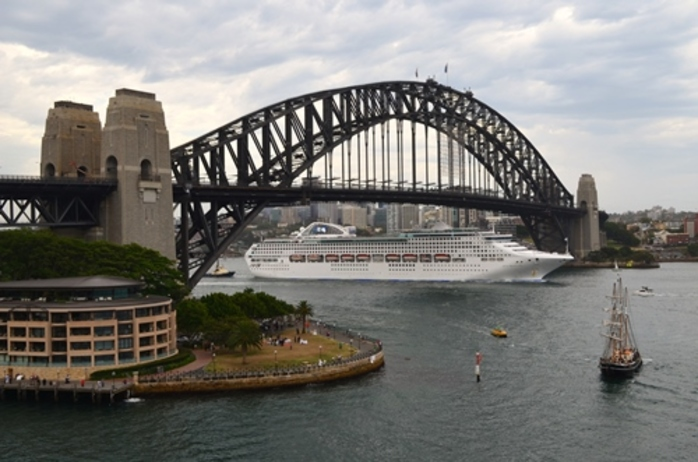 ever,been,under,sydney,Harbour,bridge,in,a,boat,or,ship