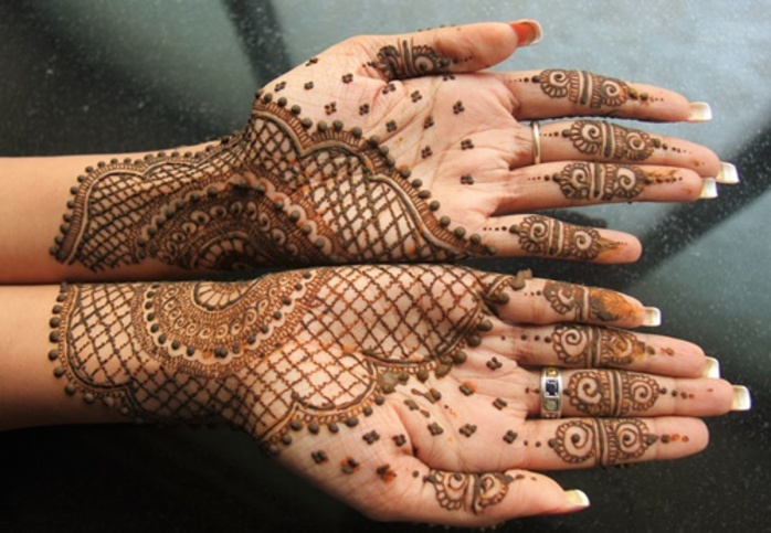 henna,art,on,hands