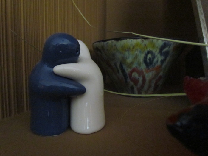 Hugging Blue and White Salt and Pepper Shakers (Image by ParentingPatch- Own work - via Wikimedia Commons)