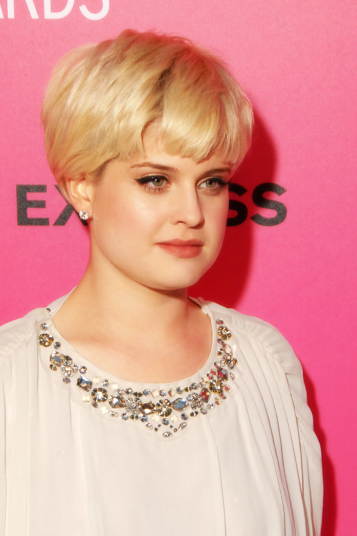 kelly osborne, pixie cut, women with short hair