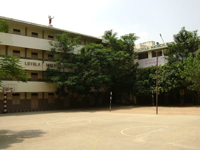 Wikimedia Commons (Loyola School - source  L.vivian.richard )