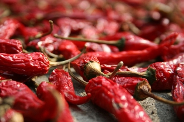 can,you,tolerate,raw,chillis