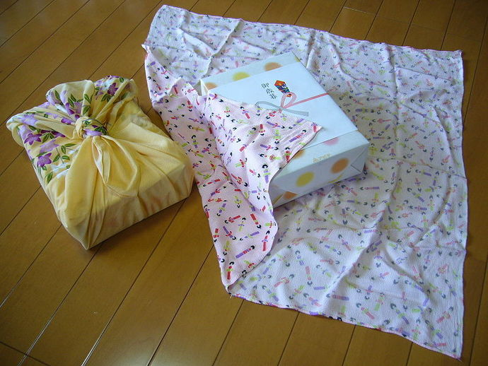 gift wrapping, traditional Japanese wrapping cloth, Christmas