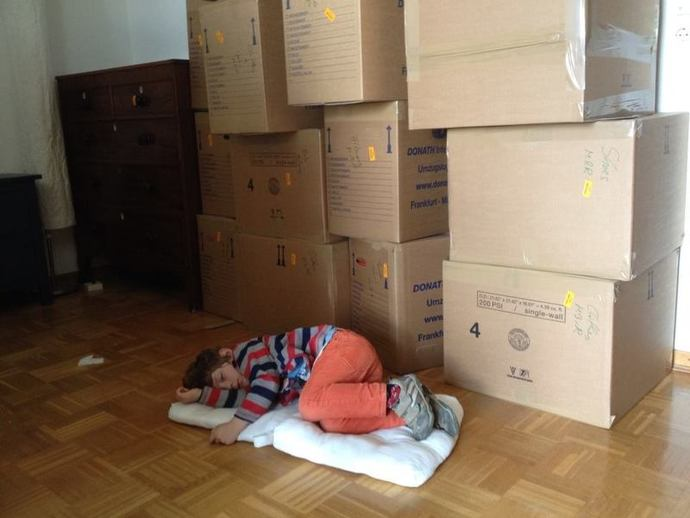 packing moving house boxes