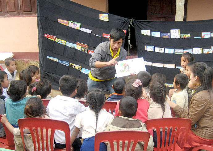 reading aloud to children, literacy, discovery day in Laos